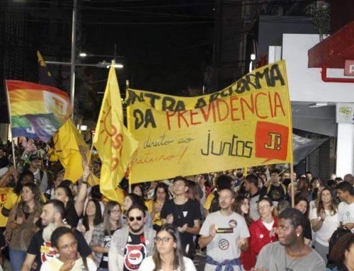 Pelotenses ocupam as ruas contra a reforma da previdência